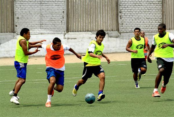 El grupo que entrenó en Lima realizó prácticas para delinear al once principal del equipo de Andoas (Foto: Prensa ADFP-SD)