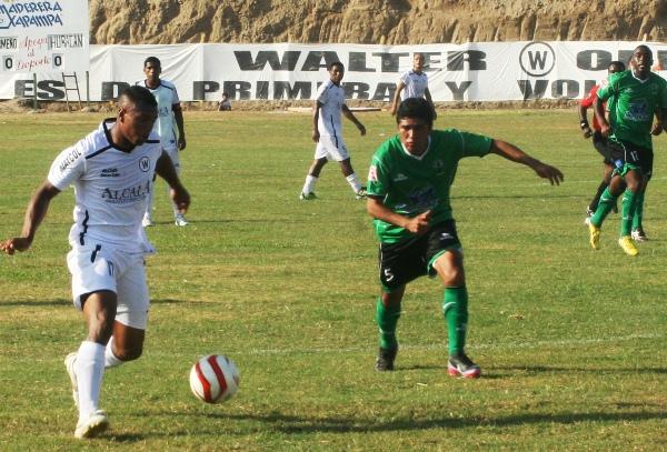 Noams Oyola ingresó en el complemento en Walter Ormeño pero hizo poco en materia ofensiva. (Foto: Luis Chacón / DeChalaca.com)