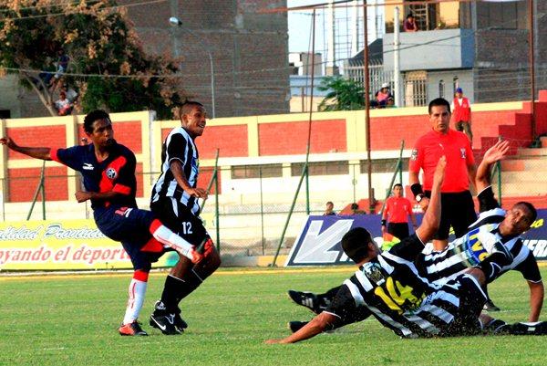 Municipal no se contentó con el 1-1 y fue por más durante el último trayecto del cotejo. (Foto: Luis Chacón /DeChalaca.com)