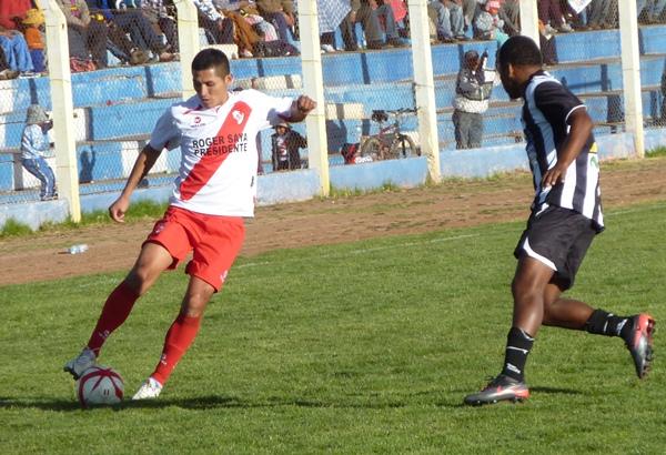 César Zambrano fue un buen complemento de Luis Rojas en el ataque puneño. (Foto: Puno Deportes)