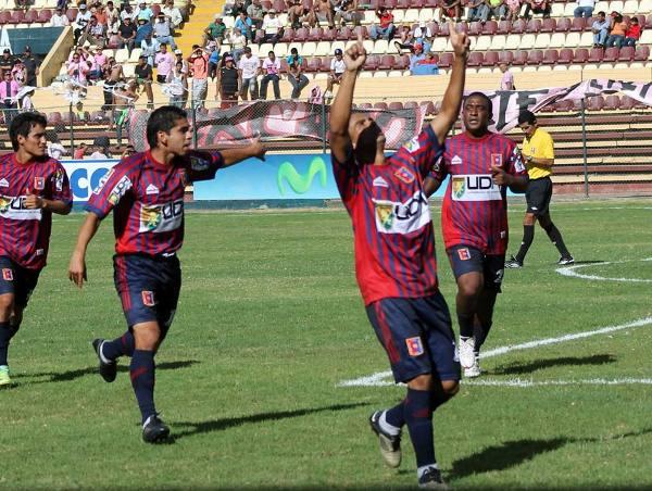 Instante preciso en el cual Samuel Castro celebra su conquista. Fue el 1-1. (Foto: Mihay Rojas / DeChalaca.com)