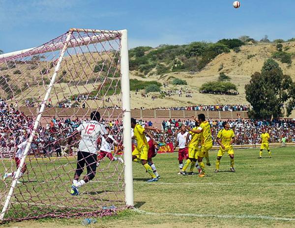 Talara recibió a su equipo con un gran marco, aunque el resultado no haya sido el esperado en el Campeonísimo (Foto: diario La Hora de Piura)