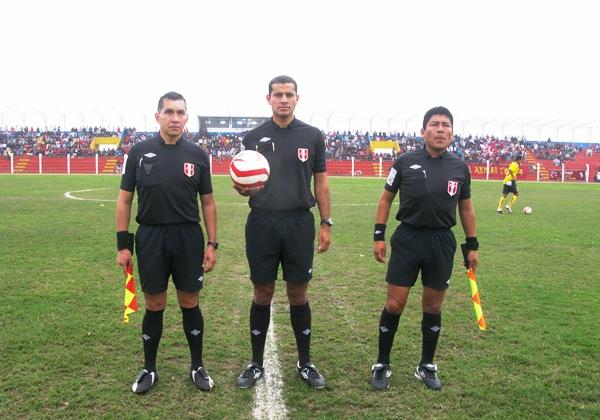 Javier Camacho lideró la cuarteta arbitral y cumplió una aceptable labor en Chancay. (Foto: Radio Líder de Chancay)