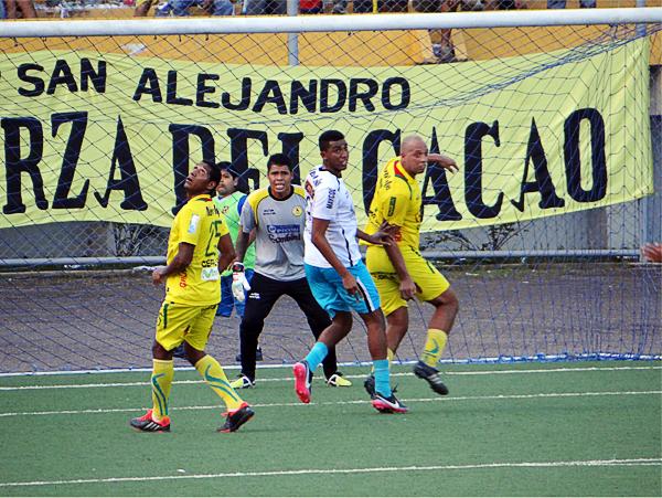 Pedro Sanguinetti se destacó en el juego aéreo frente al Ormeño, siendo su mejor momento a poco del final cuando se desmarcó para quedar solo y marcar el 1-0 (Foto: Diario Ahora de Pucallpa)