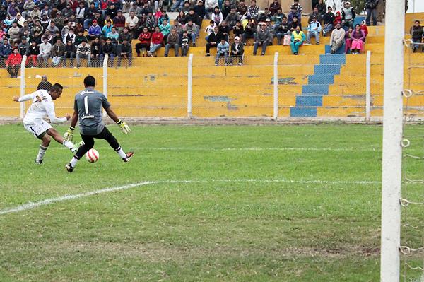 Al brasileño Anderson Mineiro lo trajeron como refuerzo y desde su debut respondió a la expectativa de Walter Ormeño anotando un gol y siendo un activo jugador en ataque (Foto: Acxel Ochoa / Golazo Deportivo Cañete)