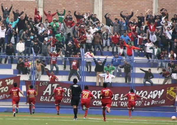 Los jugadores de Torino celebraron su victoria acompañados de una numerosa barra que los acompañó en el estadio de Villa El Salvador. (Foto: Miguel Koo Vargas / DeChalaca)