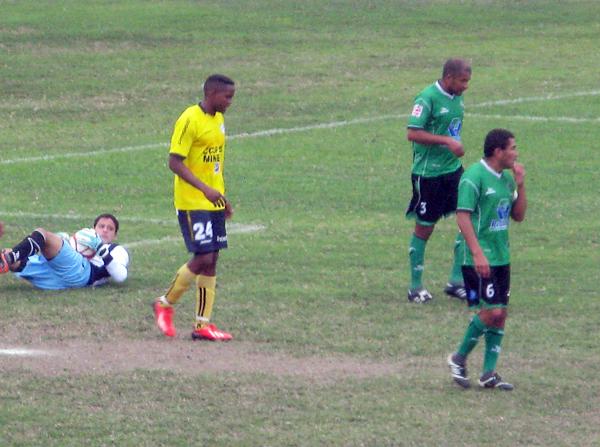 El empate terminó siendo lo más justo en Chancay donde los goles errados por Coopsol y la dura resistencia de Huracán acabó cerrando un 1-1 (Foto: Radio Líder de Chancay)