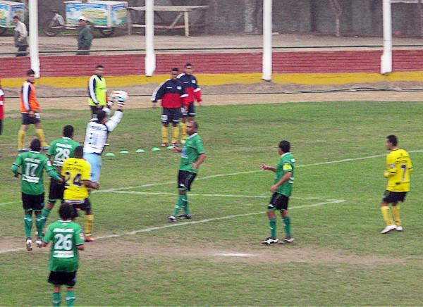 Coopsol tuvo el juego aéreo entre sus opciones de ataque pero siempre encontró seguro a Federico Nicosia para salir de su arco (Foto: Radio Líder de Chancay)