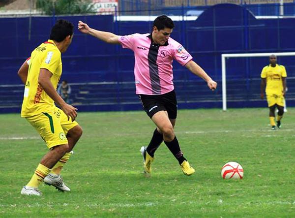 Boys encontró aire fresco en los remates de Nicolás Strobach que le dio a los rosados alguna chance para intentar ganar el encuentro (Fotos: Luis Chacón / DeChalaca.com)