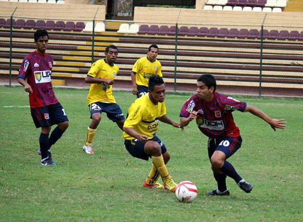 Dos jugadores desde el banco le cambiaron el rostro al ataque huanuqueño: Alexander Salas y Mario Soto. (Foto: Mihay Rojas / DeChalaca.com)