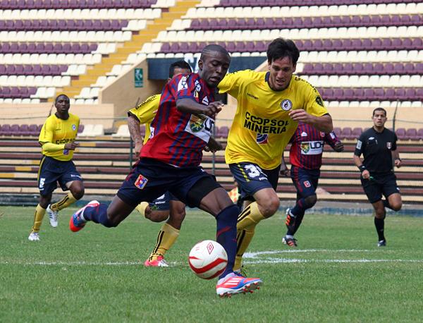 Smith tuvo presencia en las redes con Alianza Universidad, pero sin llegar a ser por completo el jugador que acabó como el goleador de la temporada en la Segunda División 2011 (Foto: Mihay Rojas / DeChalaca.com