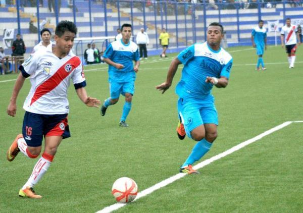 José Zurita mostró ganas pero poca precisión en el ataque edil. El zurdo no pudo romper el cero en el arco de Ormeño. (Foto: Luis Chacón / DeChalaca.com)
