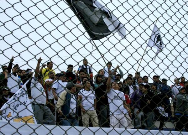 Una nutrida barra de Ormeño vino de Cañete para alentar a su elenco. (Foto: Luis Chacón / DeChalaca.com)