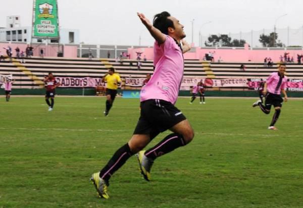 Robert Ardiles puso tempranamente en ventaja a Boys. (Foto: Miguel Koo Vargas / DeChalaca.com)