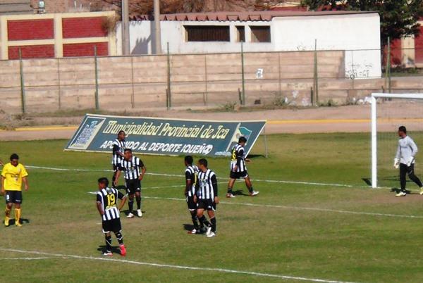 Durante la primera mitad, Coopsol dominó el ritmo de juego. Para la parte complementaria, Sport Victoria reaccionó y terminó llevándose los 3 puntos. (Foto: Carlos Vela / DeChalaca.com)