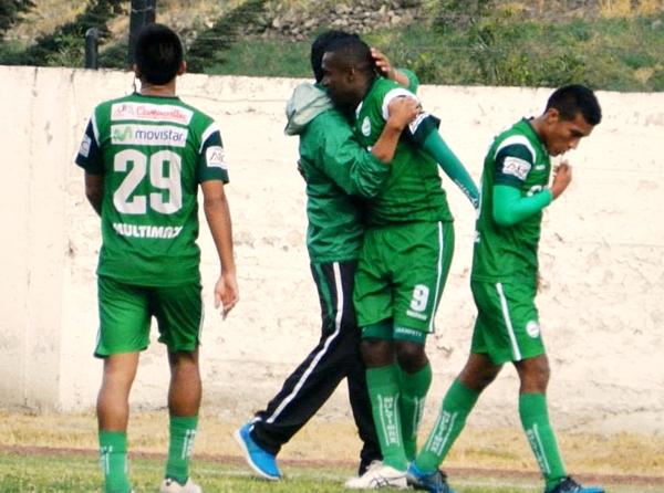 Posito, Cambindo y el 'Champeta' Velásquez sellaron el inobjetable triunfo de Los Caimanes sobre Atlético Minero por 0-3. (Foto: Aldo Ramírez / DeChalaca.com)