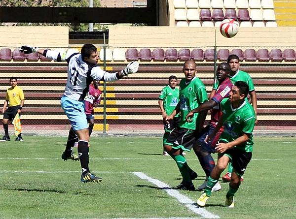 Los errores defensivos fueron determinantes, Huracán lo aprovechó mejor en el complemento. (Foto: Mihay Rojas / DeChalaca.com)