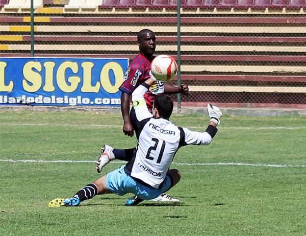 La capacidad goleadora de Jesús Reyes salvó al Alianza Universidad de una derrota que parecía segura contra Huracán (Foto: Mihay Rojas / DeChalaca.com)