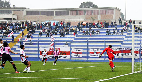 El final del partido guardó una sorpresa para Boys que se llevó los tres puntos con este gol de Juan Quiñónez (Foto: Miguel Koo Vargas / DeChalaca.com)