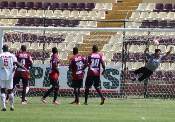 Pese a los tantos de Flores y Zegarra, Torino no pudo llevarse un buen resultado de Huánuco. (Foto: Mihay Rojas / DeChalaca.com)