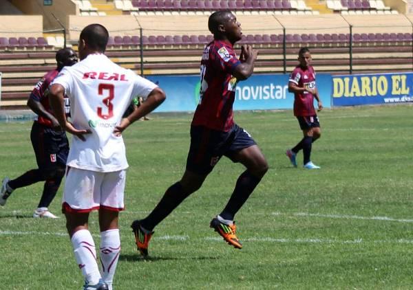 Kevin Carazas se irguió como la figura del partido gracias a su desequilibrio y olfato de gol. (Foto: Mihay Rojas / DeChalaca.com)