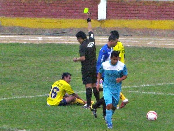 Sin discusión en las rojas, el arbitraje de Federico Sosa fue aceptable, así como el de los asistente que acompañaron. (Foto: Luis Chacón / DeChalaca.com)