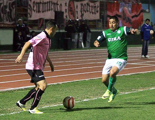 Mario Gómez regresó al Miguel Grau para enfrentar a un Boys que tardó mucho en reaccionar tras la apertura del marcador (Foto: Luis Chacón / DeChalaca.com)