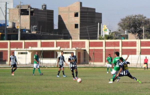 De manera inesperada, Moisés Condori abrió la cuenta con un buen gol de tiro libre. (Foto: Carlos Vela / DeChalaca.com)