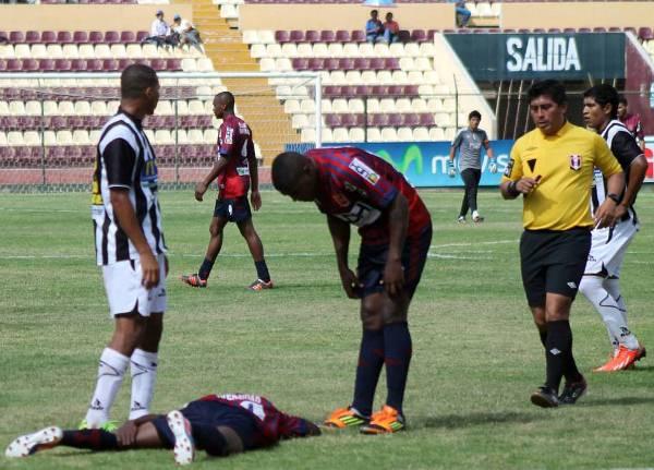 Lo más destacado del cotejo, dejando de lado los tres goles de Alianza Universidad, fue la buena actuación del juez José Ángeles. (Foto: Mihay Rojas / DeChalaca.com)