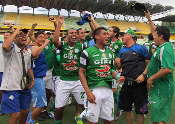 Tras el final del partido, los jugadores de Los Caimanes estallaron de júbilo y celebraron su ascenso a Primera División. (Foto: Davidson Arce)