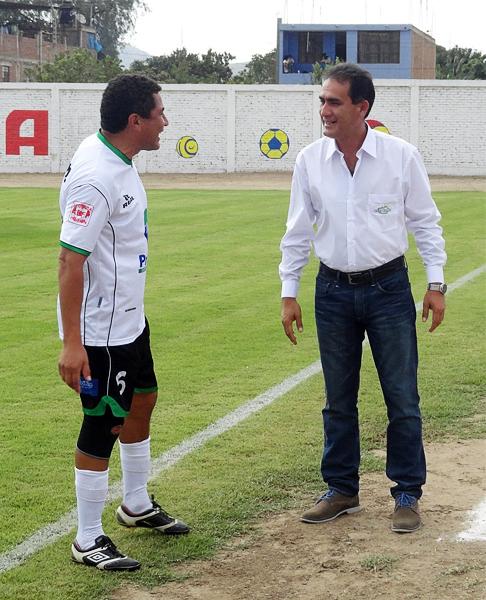 Teddy Cardama obtuvo el título con Los Caimanes pero la historia en Primera División es muy diferente tal como pudieron comprobar los anteriores técnicos campeones de la categoría (Foto: Iván Baca / DeChalaca.com)