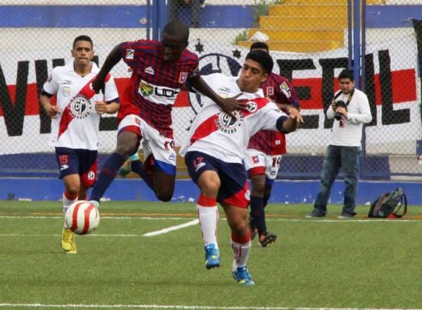 Smith se mostró muy atolondrado en su juego y falló en la distribución del balón. (Foto: Miguel Koo Vargas / DeChalaca.com)