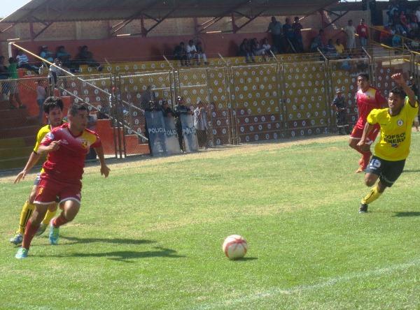 Fernando Martínez fue uno de los pocos jugadores de Torino que mostró un nivel aceptable ante Coopsol. (Foto: Juan Paiva Castro / Diario La Hora de Piura)