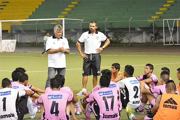 Miguel Ángel Arrué tiene un arduo trabajo para sacar adelante al joven equipo que Pacífico tiene para disputar la Segunda División (Foto: prensa Pacífico FC)