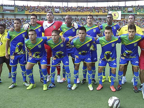 El estadio de Pucallpa vio el estreno de Comerciantes Unidos en la Segunda División y el de su camiseta alterna en el torneo (Foto: Davidson Arce / DeChalaca.com)