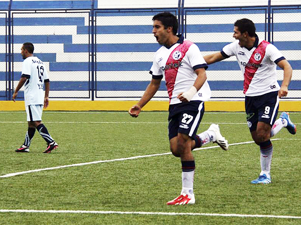 A Municipal le bastó el primer tiempo para liquidar su encuentro ante Willy Serrato luego del tercer gol anotado por Pedro Gutiérrez (Foto: Miguel Koo Vargas / DeChalaca.com)