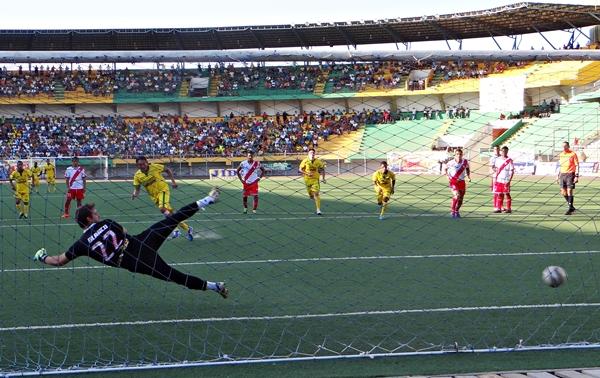 Edward Campos volvió a aparecer anotando. San Alejandro sigue en competencia (Foto: diario Ahora de Pucallpa)