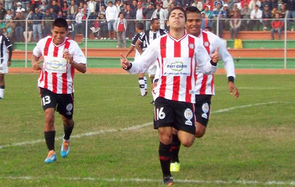 El exCantolao Hugo Montoya fue la gran figura con un doblete (Foto: Wilber Medina)