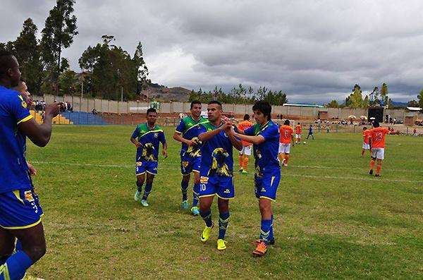 Muñoz, Franco y Enahoro, un tridente de temer en el cuadro cutervino que se impuso a Minero (Foto: prensa Comerciantes Unidos)