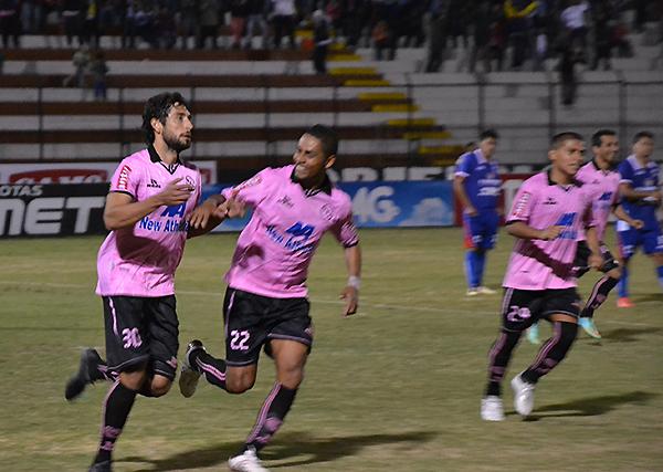 Juan Cominges arrancó como delantero y tuvo un partido excepcional: marcó tres goles (Foto: Jorge Montenegro Hoyle / prensa ADFP-SD)