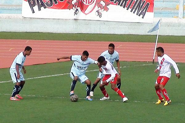 Juergen Rodríguez se siente cómodo jugando como extremo derecho en Alfonso Ugarte (Foto: Puno Deportes)