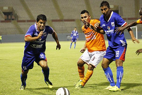 Jimmy Vásquez se perfila como una lateral derecho de mucho potencial (Foto: prensa Carlos A. Mannucci)