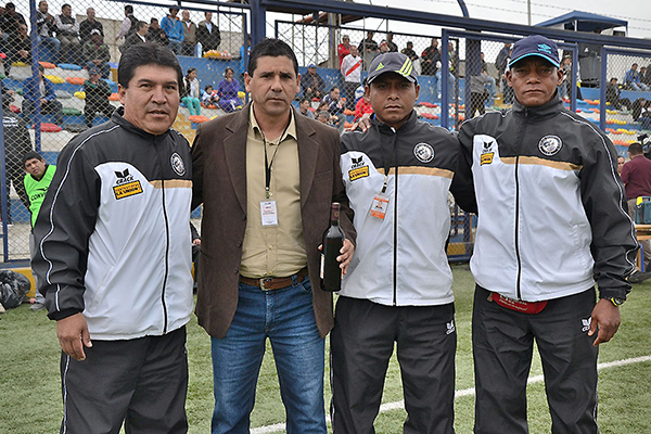 Luego de buenas experiencias en la Universidad San Pedro y el Octavio Espinoza, Carlos Cortijo se ganó un nombre en el fútbol peruano llevando al Municipal a la máxima categoría (Foto: prensa ADFP-SD)