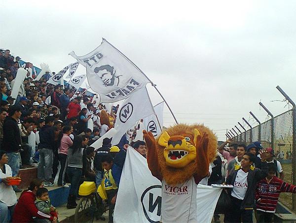 Desde que Walter Ormeño se metió entre los cuadros destacados de la Copa Perú en 2012, la mascota cañetana se dejó ver en las tribunas acompañando al equipo (Foto: Facebook)