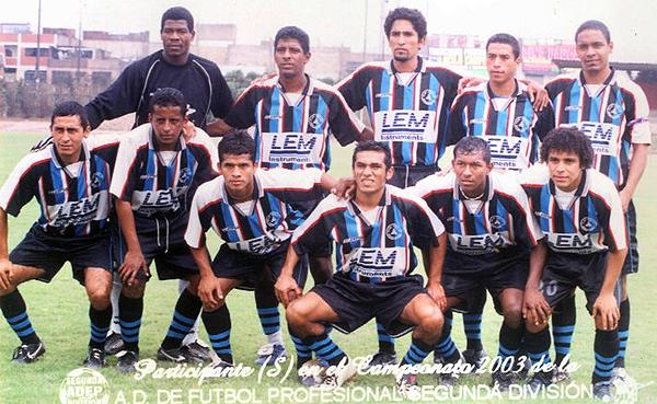 Olímpico Somos Perú en 2003, año en que dio inicio a su alianza estratégica con el Aurora Miraflores y adoptó sus colores negriazules. (Foto: Facebook)