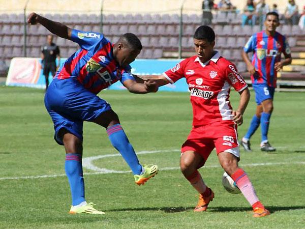 El color rojo es lo caracteriza la camiseta de San Simón en esta temporada (Foto: Mihay Rojas / DeChalaca.com)