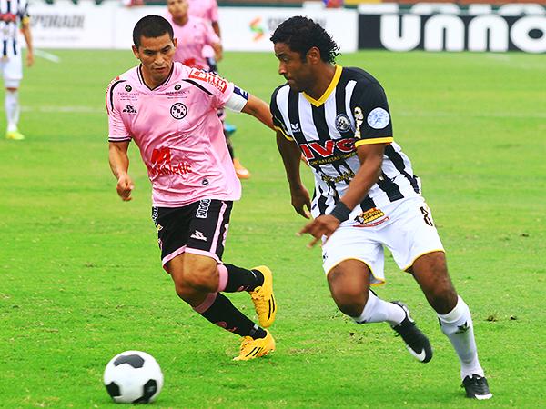 El 'Chino' Huamán cumplió con el cuadro rosado. (Foto: Luis Chacón / DeChalaca.com)