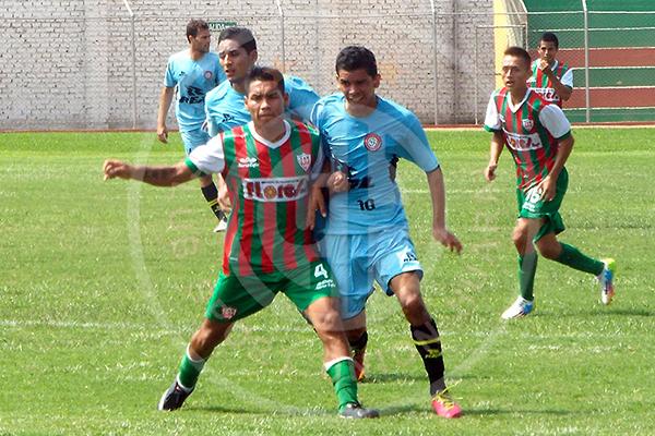 Una de las figuras de Huaral, Benito Yllaconza, fungió de enlace junto a Pool Espinoza (Foto: prensa Unión Huaral)