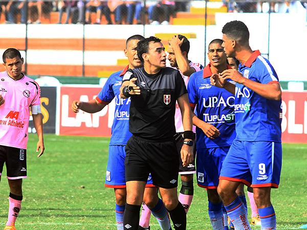 Augusto Menéndez en el Boys - Mannucci. (Foto: Luis Chacón / DeChalaca.com)