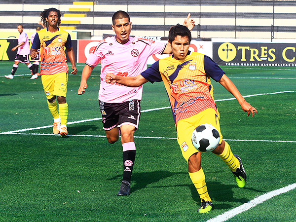 Ascárate tuvo que jugar en varias posiciones dentro de Serrato. (Foto: Luis Chacón / DeChalaca.com)